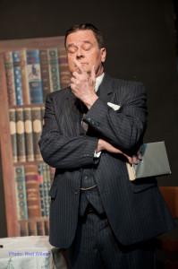 Fred Arnott (Peter Schalk)